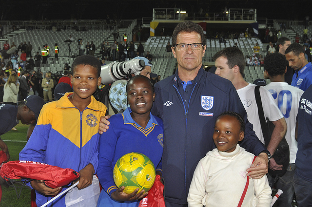 Fabio Capello no encontró soluciones en Belfast. (Foto: UK Department for International Development)