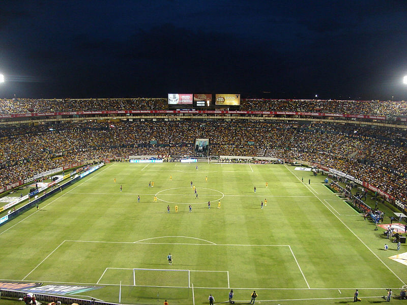 800px-Cancha-del-universitario-Aldo-Martinez