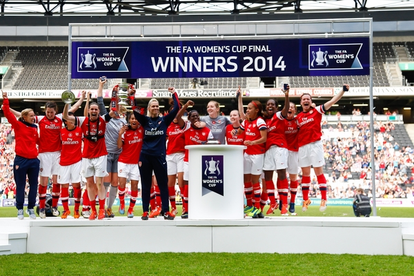 Arsenal L.F.C. team celebrate winning the FA Women;s Cup Final after the FA Women's Cup Final match at stadium:mk, Milton Keynes Picture by David Horn/Focus Images Ltd +44 7545 970036 01/06/2014