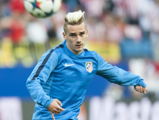 Griezmann of Atletico Madrid warms up during the UEFA Champions League match at Vicente CalderÛn Stadium, Madrid Picture by Marcos Calvo Mesa/Focus Images Ltd +34 654142934 14/04/2015