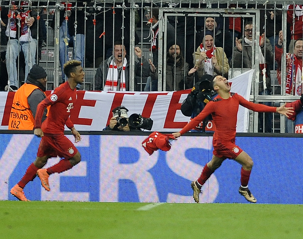 Thiago Alcantara of Bayern Munich celebrates scoring their third goal during the UEFA Champions League match at Allianz Arena, Munich Picture by Stefano Gnech/Focus Images Ltd +39 333 1641678 16/03/2016
