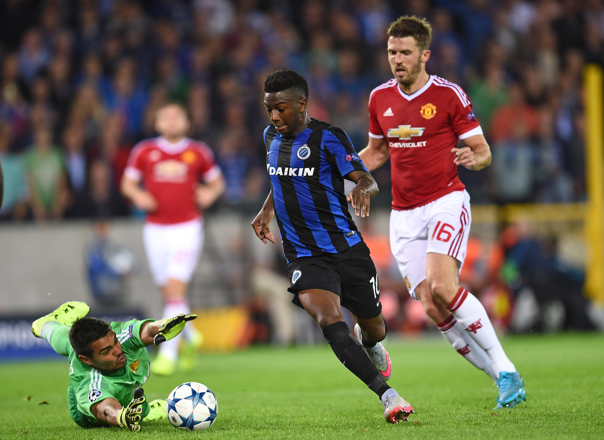 Abdoulay Diaby of Club Brugge has the ball taken from his feet by Sergio Romero of Manchester United during the UEFA Champions League match at Jan Breydel Stadium, Sint-Andries Picture by Andrew Timms/Focus Images Ltd +44 7917 236526 26/08/2015