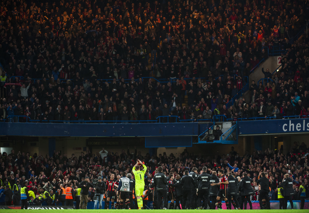 El Bournemouth celebra el triunfo en Stamford Bridge (Foto: Focus Images Ltd)