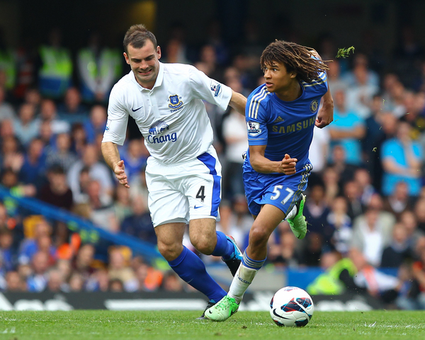 Picture by John Rainford/Focus Images Ltd +44 7506 538356 19/05/2013 Nathan Ake of Chelsea and Darren Gibson of Everton during the Barclays Premier League match at Stamford Bridge, London.
