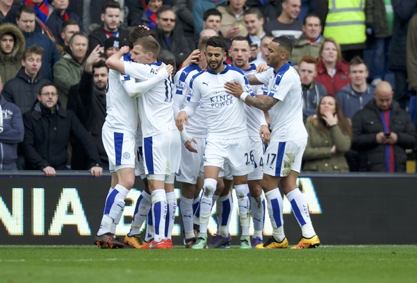 Riyad Mahrez (26) of Leicester City celebrates after scoring the opening goal with his team mates during the Barclays Premier League match at Selhurst Park, London Picture by Alan Stanford/Focus Images Ltd +44 7915 056117 19/03/2016