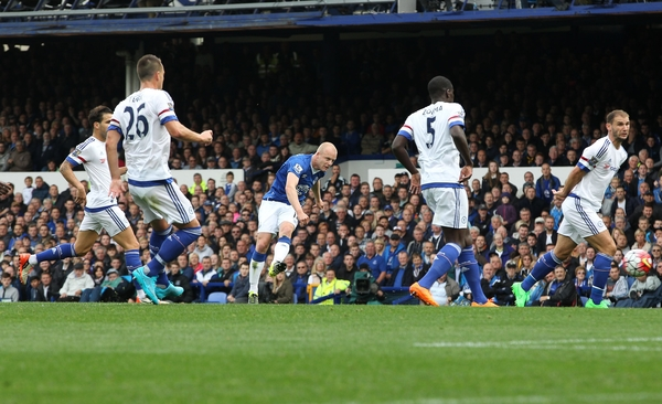 Steven Naismith of Everton scores the second goal against Chelsea during the Barclays Premier League match at Goodison Park, Liverpool. Picture by Michael Sedgwick/Focus Images Ltd +44 7900 363072 12/09/2015