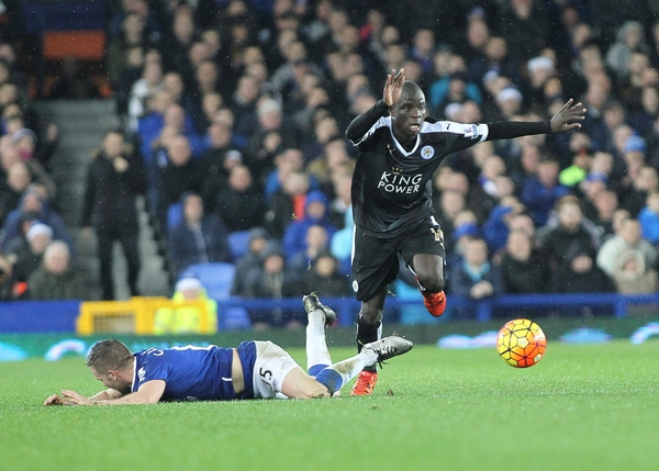 Tom Cleverley of Everton and Ngolo Kante of Leicester City in action during the Barclays Premier League match at Goodison Park, Liverpool. Picture by Michael Sedgwick/Focus Images Ltd +44 7900 363072 19/12/2015
