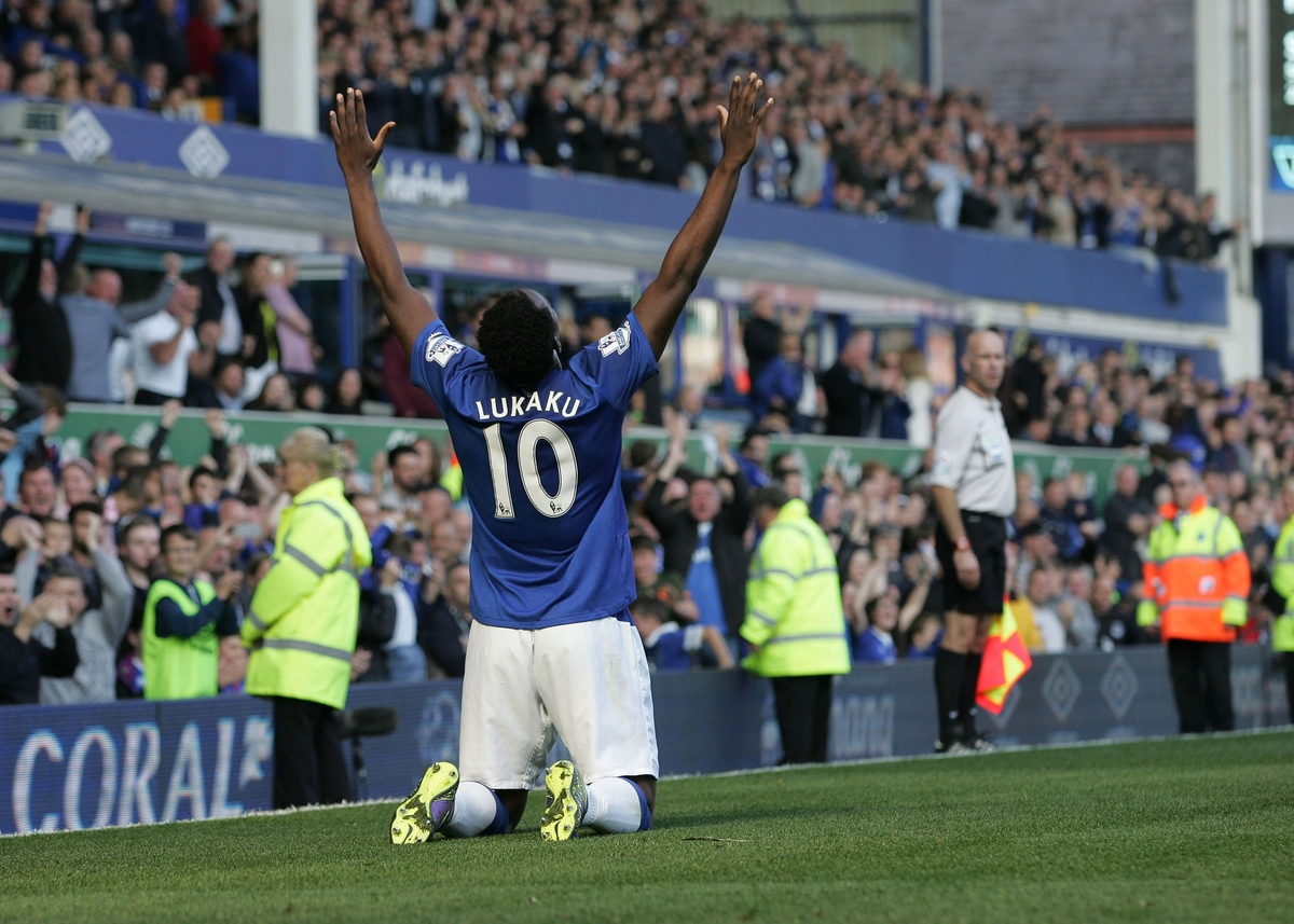 Romelu Lukaku of Everton celebrates scoring the first goal against Liverpool during the Barclays Premier League match at Goodison Park, Liverpool. Picture by Michael Sedgwick/Focus Images Ltd +44 7900 363072 04/10/2015