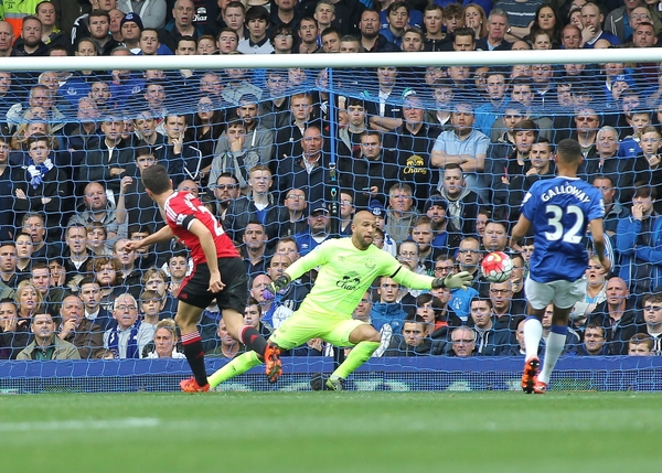 Ander Herrera of Manchester United scores the second goal against Everton during the Barclays Premier League match at Goodison Park, Liverpool. Picture by Michael Sedgwick/Focus Images Ltd +44 7900 363072 17/10/2015