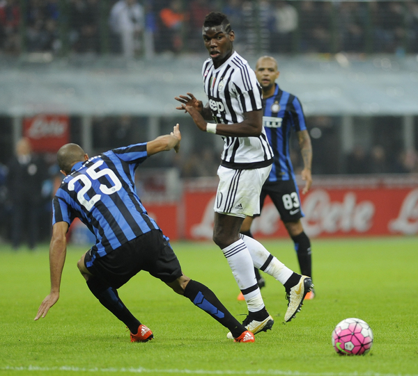 Simone Zaza of Inter Milan and Paulo Pogba of Juventus during the Serie A match at San Siro, Milan Picture by Stefano Gnech/Focus Images Ltd +39 333 1641678 18/10/2015