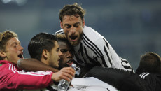 Simone Zaza of Juventus is mobbed by team mates after scoring an 88th minute winner against Napoli during the Serie A match at Juventus Stadium, Turin Picture by Stefano Gnech/Focus Images Ltd +39 333 1641678 13/02/2016