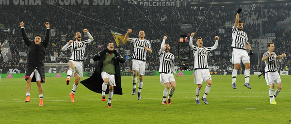 The players of Juventus celebrate victory over Napoli during the Serie A match at Juventus Stadium, Turin Picture by Stefano Gnech/Focus Images Ltd +39 333 1641678 13/02/2016
