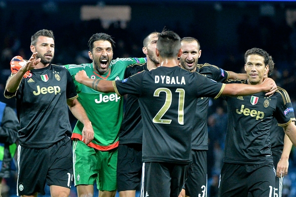 Juventus players celebrate following the UEFA Champions League match at the Etihad Stadium, Manchester Picture by Ian Wadkins/Focus Images Ltd +44 7877 568959 15/09/2015