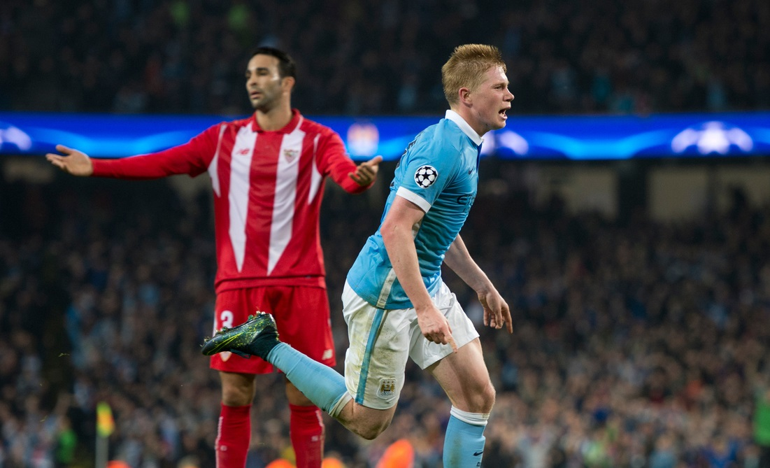 Kevin De Bruyne of Manchester City (right) celebrates after scoring his team's 2nd goal to make it 2-1 during the UEFA Champions League match at the Etihad Stadium, Manchester Picture by Russell Hart/Focus Images Ltd 07791 688 420 21/10/2015