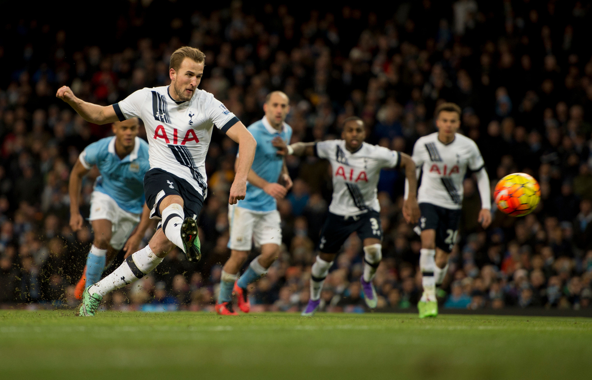 Harry Kane marcó de penalti (Foto: Focus Images Ltd)