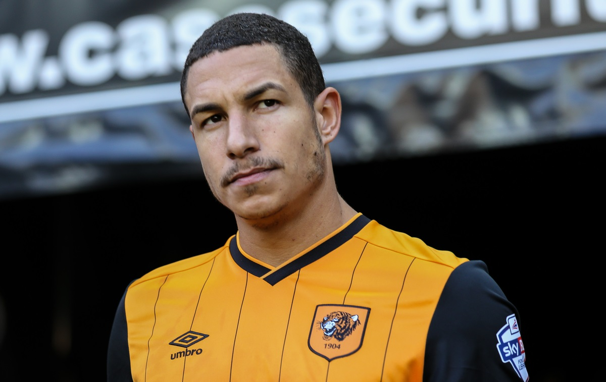 Jake Livermore of Hull City during the Sky Bet Championship match at stadium:mk, Milton Keynes Picture by David Horn/Focus Images Ltd +44 7545 970036 31/10/2015