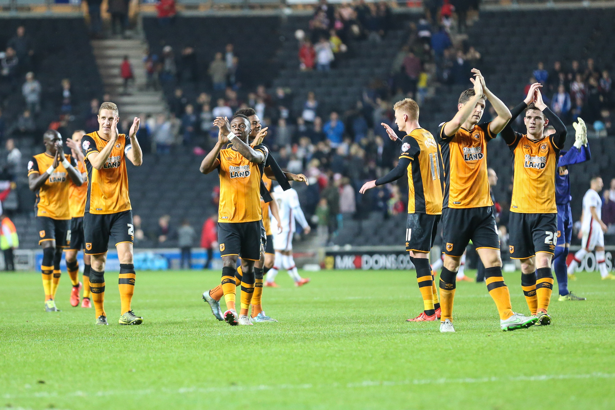 The Hull City players applaud the travelling fans during the Sky Bet Championship match at stadium:mk, Milton Keynes Picture by David Horn/Focus Images Ltd +44 7545 970036 31/10/2015
