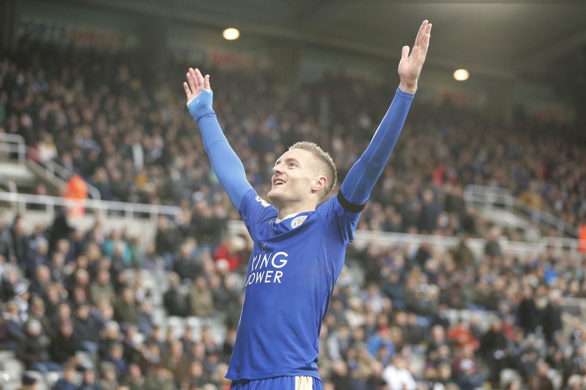 Jamie Vardy of Leicester City celebrates scoring the opening goal during the Barclays Premier League match at St. James's Park, Newcastle Picture by Simon Moore/Focus Images Ltd 07807 671782 21/11/2015