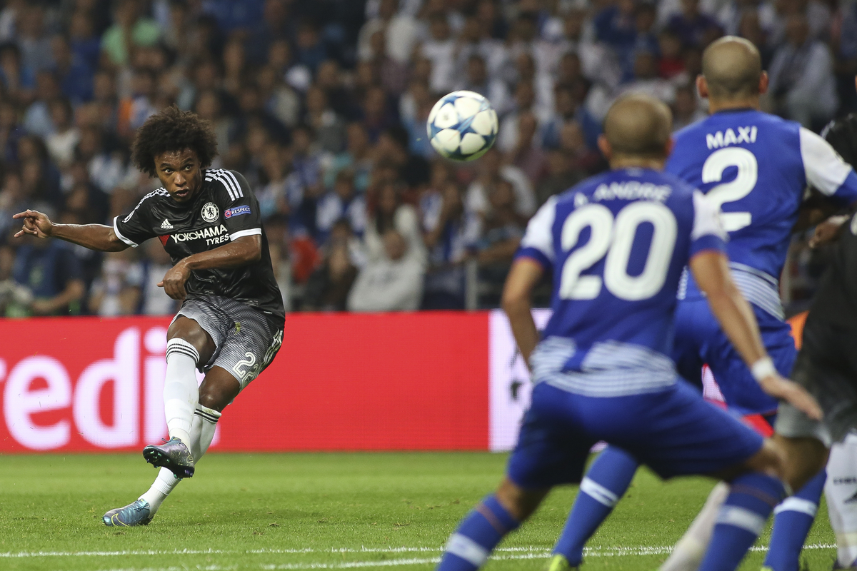 Willian of Chelsea scores their first goal during the UEFA Champions League match at the Estádio do Dragão, Porto Picture by Pedro Lopes/Focus Images Ltd +54 936 360 807 29/09/2015