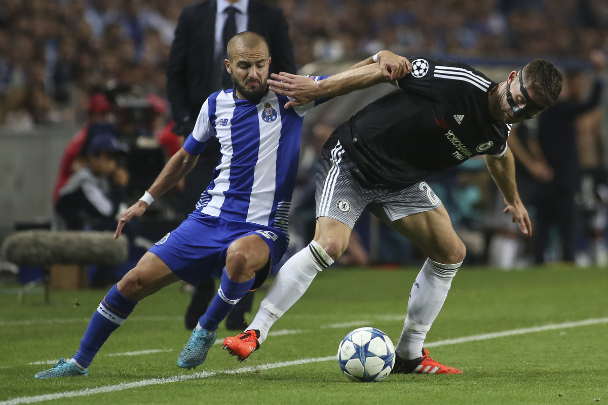 André André of FC Porto and Gary Cahil of Chelsea during the UEFA Champions League match at the Estádio do Dragão, Porto Picture by Pedro Lopes/Focus Images Ltd +54 936 360 807 29/09/2015