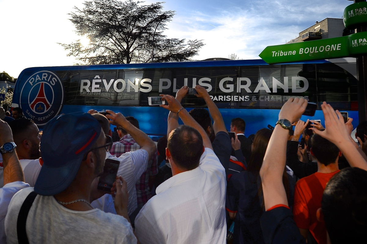 General view of the exterior of the stadium showing Paris St-Germain fans greeting the team coach pictured ahead of the UEFA Champions League Quarter-final match at Parc des Princes, Paris Picture by Ian Wadkins/Focus Images Ltd +44 7877 568959 15/04/2015