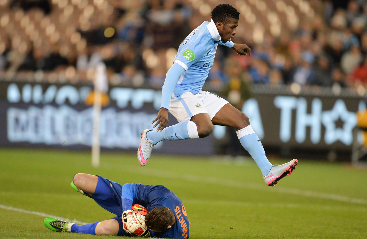 Alessandro Florenzi of Roma catches the ball ahead of Manchester City's Kelechi Iheanacho during the International Champions Cup match at Melbourne Cricket Ground, Melbourne Picture by Frank Khamees/Focus Images Ltd +61 431 119 134 21/07/2015