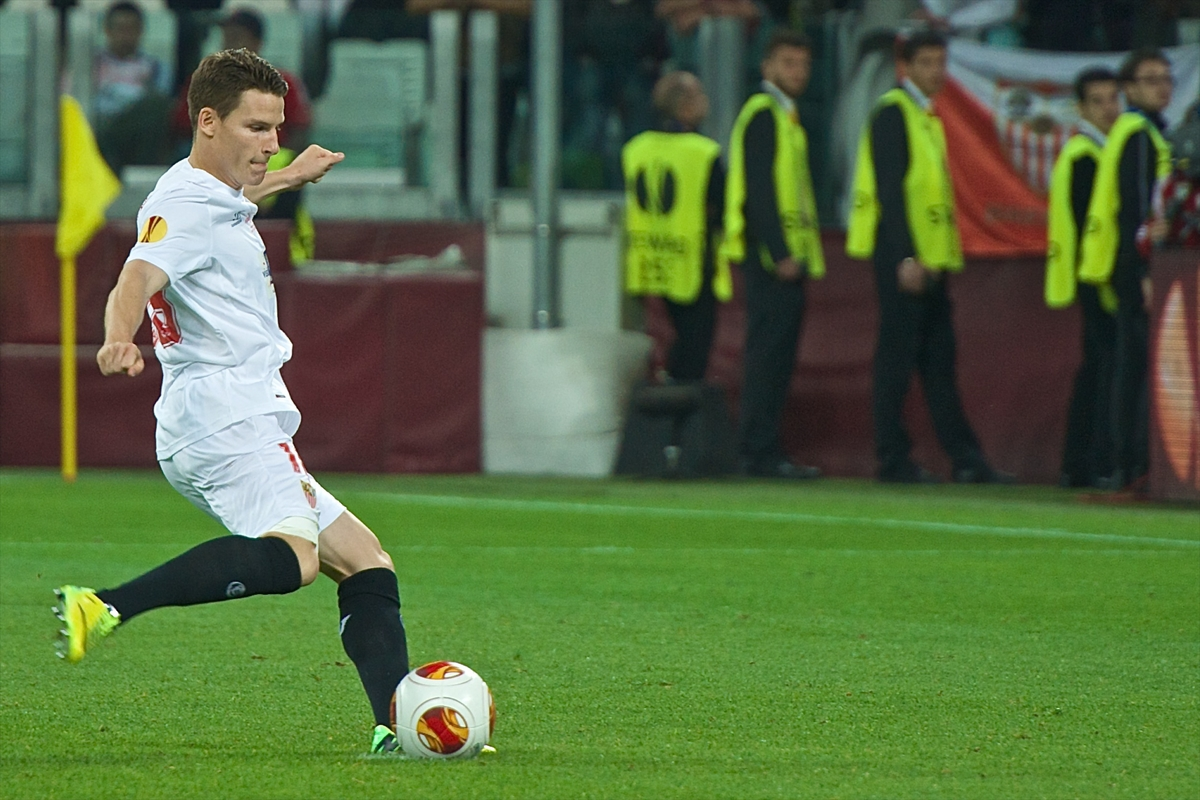 Kevin Gameiro of Sevilla scores the winning penalty to win the shootout for Sevilla during the UEFA Europa League match at Juventus Stadium, Turin Picture by Ian Wadkins/Focus Images Ltd +44 7877 568959 14/05/2014
