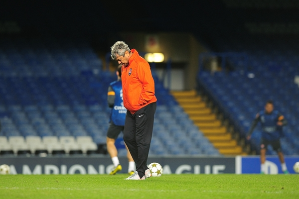 Picture by Gerald O'Rourke/Focus Images Ltd +44 7500 165179.06/11/2012.Mircea Lucescu manager of Shakhtar Donetsk pictured during an open training session at Stamford Bridge, London.