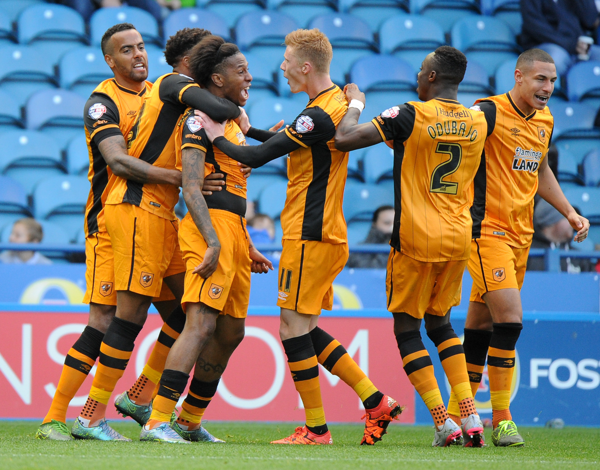 Abel Hernandez (3rd L) of Hull City celebrates scoring the equalising goal to make it 1-1 during the Sky Bet Championship match at Hillsborough, Sheffield Picture by Richard Land/Focus Images Ltd +44 7713 507003 17/10/2015