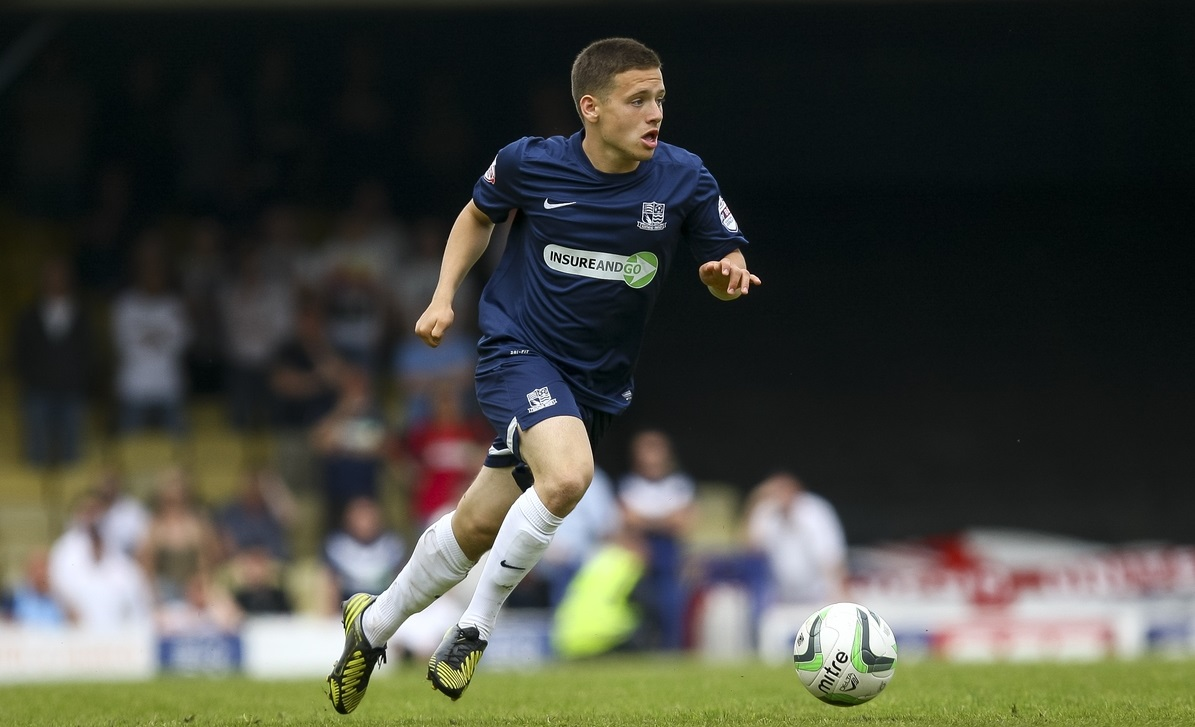 Jack Payne of Southend United on the ball during the Sky Bet League 2 semi final play off second leg at Roots Hall, Southend Picture by Daniel Chesterton/Focus Images Ltd +44 7966 018899 17/05/2014