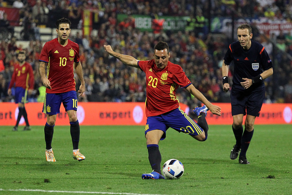Santi Cazorla of Spain has a shot on goal during the International Friendly match at Estadio José Rico Pérez, Alicante Picture by Paul Chesterton/Focus Images Ltd +44 7904 640267 13/11/2015