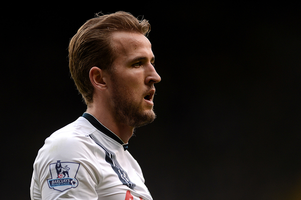 Harry Kane disparó al palo en la segunda mitad. Foto: Focus Images Ltd.