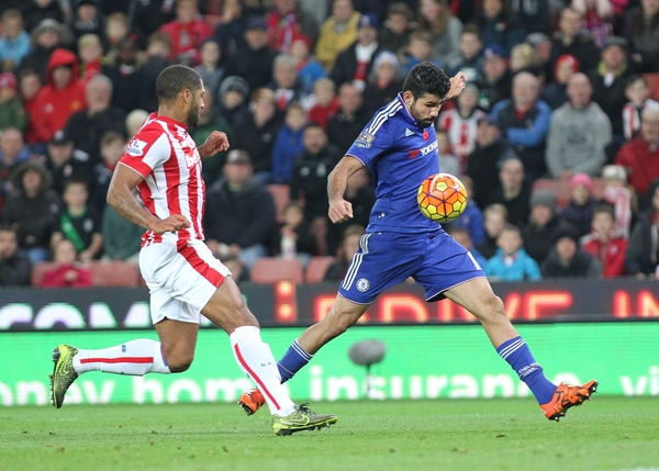 Glen Johnson of Stoke City and Diego Costa of Chelsea in action during the Barclays Premier League match at the Britannia Stadium, Stoke-on-Trent. Picture by Michael Sedgwick/Focus Images Ltd +44 7900 363072 07/11/2015