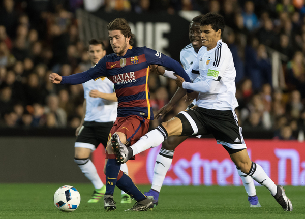 Danilo Barbosa of Valencia Club de Fútbol and Sergi Roberto of FC Barcelona during the Copa Del Rey match at Mestalla, Valencia Picture by Maria Jose Segovia/Focus Images Ltd +34 660052291 10/02/2016