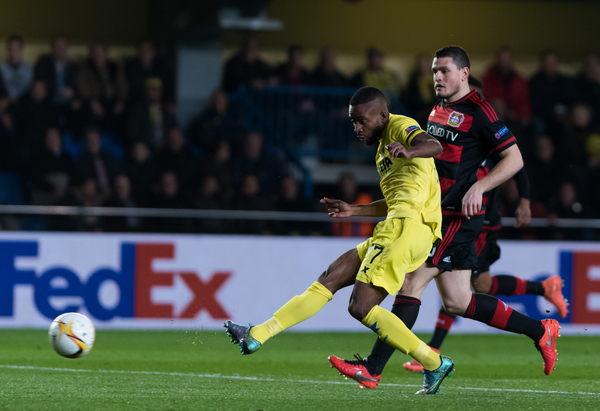 Cedric Bakambu of Villarreal CF scores the first goal during the UEFA Europa League match at Estadio El Madrigal, Villarreal Picture by Maria Jose Segovia/Focus Images Ltd +34 660052291 10/03/2016