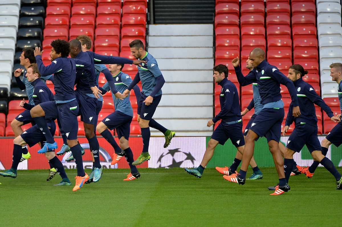 General view of VfL Wolfsburg players during training at Old Trafford, Manchester Picture by Ian Wadkins/Focus Images Ltd +44 7877 568959 29/09/2015