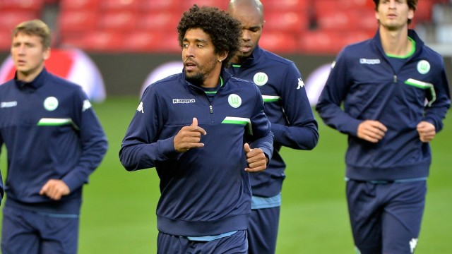 Dante (2nd left) of VfL Wolfsburg during training at Old Trafford, Manchester Picture by Ian Wadkins/Focus Images Ltd +44 7877 568959 29/09/2015