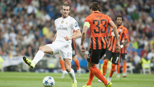 Gareth Bale of Real Madrid and Srna of Shakhtar Donetsk during the UEFA Champions League match at the Estadio Santiago Bernabeu, Madrid Picture by Marcos Calvo Mesa/Focus Images Ltd +34 654142934 15/09/2015